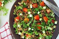 नाश्ते में बनाकर खाएं टेस्टी और हैल्दी Lentil tabbouleh