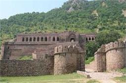 सूरज डूबने के बाद इस किले में रूकना नहीं खतरे से खाली