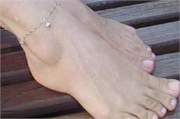 मानसून के मौसम में इस तरह बनाए रखें पैरों की खूबसूरती