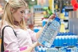 पानी खराब न होने पर भी क्यों लिखी जाती है बोतल पर यह डेट?