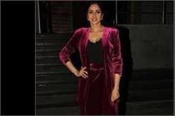 समर सीजन में श्रीदेवी ने पहनी Velvet Dress