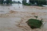 यूपी में तेज बारिश ने मचाया कोहराम, गोंडा जिले के कई गांव बाढ़ से घिरे