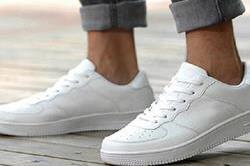 इन चीजों से करेंगे साफ तो चमक जाएंगे सफेद जूते