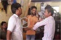 नाश्ते का दोना गिरना ग्राहक को पड़ा भारी, दुकानदार ने की जमकर पिटाई