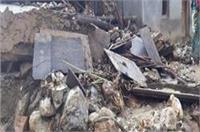 तेज बारिश का कहर: छत गिरने से दबा पूरा परिवार, 2 की दर्दनाक मौत