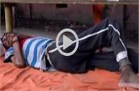 इंसानियत हुई शर्मसार: सड़क पर तड़पता रहा मरीज, डॉक्टरों ने नहीं ली सुध