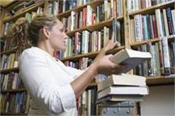 बिखरी हुई किताबों को इस तरह से करें अरेंज
