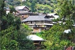 इस खूबसूरत गांव में पर्यटकों के आने पर है मनाही