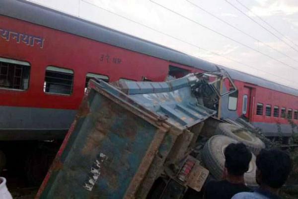 हे 'प्रभु'! UP में फिर रेल हादसाः कैफियत एक्सप्रेस पटरी से उतरी, 74 यात्री घायल