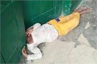 स्कूल की लापरवाही से कक्षा में कैद रह गई छात्रा, बाहर निकलने की कोशिश में दरवाजे में फंसा सिर