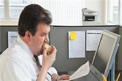 Office की ही ये गलतियां बढ़ा देती हैं आपका वजन