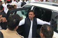 यूपी: पुलिस ने पूर्व CM अखिलेश यादव को हिरासत में लिया