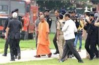 वाराणसी में CM योगी का दूसरा दिन, कैंट पुलिस थाने का किया निरीक्षण
