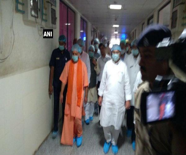 Gorakhpur Tragedy: BRD अस्पताल पहुंचे CM योगी और केंद्रीय मंत्री जेपी नड्डा