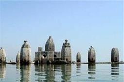 साल के 8 महीने पानी में डूबा रहता है यह बाथू मंदिर