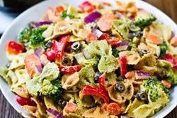 20 मिनट में बनाए Rainbow Veggie Pasta Salad