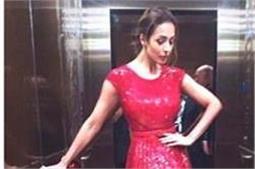 Red Dress में मलायका ने इंस्टाग्राम पर मचाई सनसनी