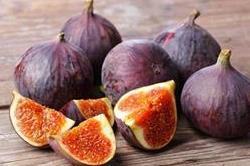 दाग धब्बों से लेकर झुर्रियों तक की समस्याओं में असरदार है ये फल
