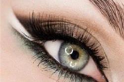 5 आसान स्टेप में सीखें लगाना 'Double Shade Eyeliner'
