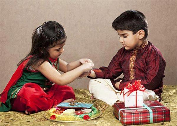 रक्षाबंधनः भाई-बहन के पवित्र रिश्ते का त्याैहार