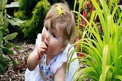 आपका बच्चा भी खाता है मिट्टी? तो इन घरेलू तरीकों से छुड़वाएं आदत