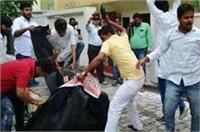 टमाटर और अंडे से हुए हमले के बाद स्वास्थ्यमंत्री के आवास की बढ़ी सुरक्षा