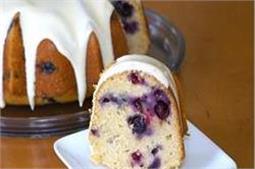 मीठे में बनाएं Banana Blueberry Cake