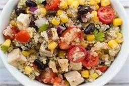 20 मिनट में बनकर हो जाएगा तैयार Chicken Bruschetta Quinoa Salad