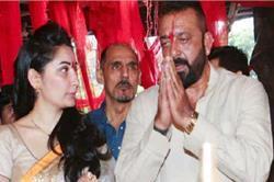 गणेश चतुर्थी के मौके पर पत्नी के साथ पूजा करते दिखाई दिए संजय दत्त