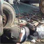 ट्रक की जोरदार टक्कर से ट्रैक्टर के उड़े परखच्चे, 3 की दर्दनाक मौत