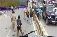 अखिलेश को हिरासत में लेने के विरोध में SP कार्यकर्त्ताओं का प्रदर्शन, 200 गिरफ्तार