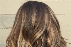 नैचुरल तरीके से Highlight करें बाल, खर्चा सिर्फ 10 रुपए !
