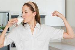 दिन में किस समय दूध पीना है सबसे लाभकारी,जानिए