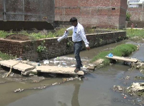 जन्मदिन पर PM को टूटे नाले, सीवर के बहते पानी की सीडी भेंट करेंगे बनारसी
