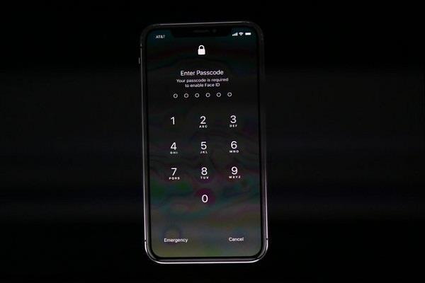 एप्पल इवेंट में फेल हुआ फेस ID डैमो