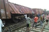 मालगाड़ी की 4 बोगी पटरी से उतरी, आधा दर्जन ट्रेने प्रभावित