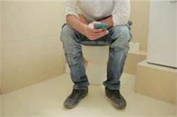 लड़के भी वॉशरूम में फोन के साथ करते है ये काम