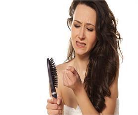 कहीं आपके झड़ते बालों की वजह ये तो नहीं...?