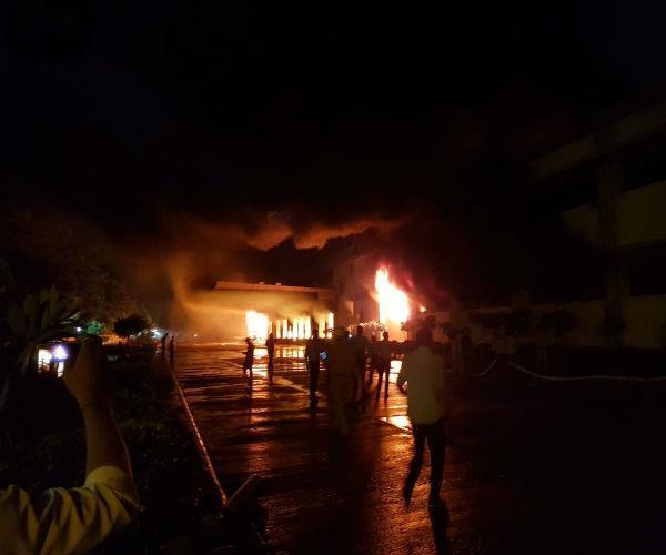 हल्दीराम की फैक्टरी में लगी भीषण आग, मौके पर पहुंची दमकल की 12 गाड़ियां