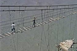 पाकिस्तान का सबसे खतरनाक ब्रिज, जिसे पार करना खतरे से खाली नहीं