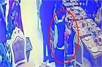 शादी समारोह में किया बच्चा गैंग ने लाखों रुपए की नगदी पर हाथ साफ, वारदात CCTV में कैद