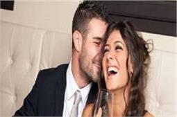 पार्टनर को रोमांटिक बनाने के लिए अपनाएं ये Tips