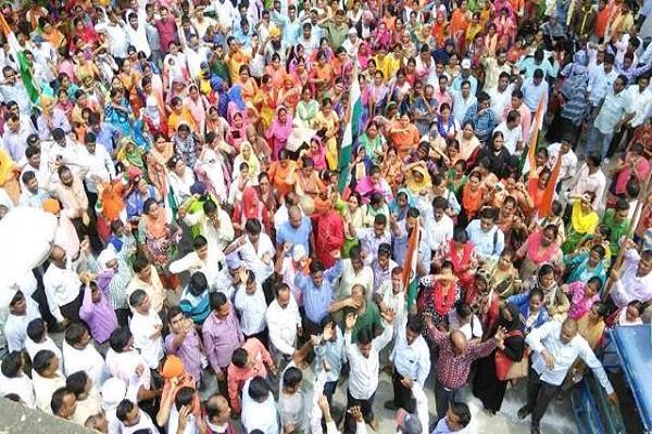 शिक्षामित्रों ने दी शासन को चेतावनी, दिल्ली के जंतर-मंतर पर देंगे धरना
