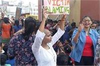 PM के आने से कुछ घंटे पहले BHU की छात्राओं ने किया हंगामा, विरोध में छात्रा ने मुंडवाया सिर