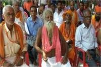 गोरखुपर मंदिर में CM योगी ने लगाया जनता दरबार, सुनी लोगों की समस्याएं