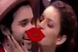 जब कंगना ने सरेआम टीवी शो में इस शख्स को कर दी KISS, जानें क्या है माजरा