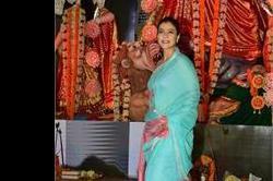 दुर्गा पूजा, साड़ी में दिखा काजोल का Gorgeous look