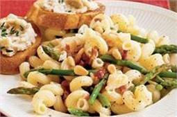 घर पर बनाएं Cheese Asparagus Pasta