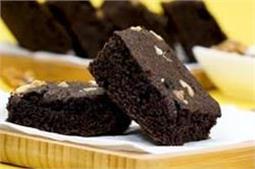 मीठे में खाना चाहते हैं कुछ स्पेशल, ताे बनाएं Eggless Chocolate Brownies