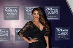 GQ Awards: ब्लैक ड्रैस में दिखा मलाइका का हॉट लुक